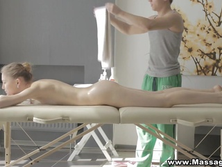 Massage X - Desire between her legs